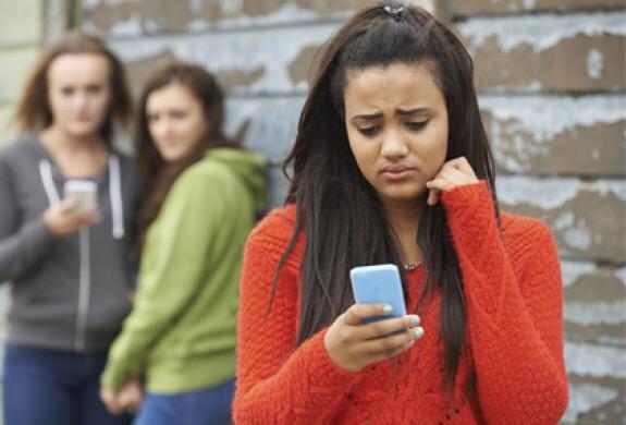 ADOLESCENTI ONLINE: PRINCIPALI RISCHI DI INTERNET